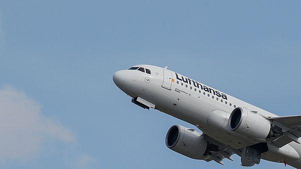 Warnstreiks bei Lufthansa-Töchtern: Etwa 100 Flüge gestrichen
