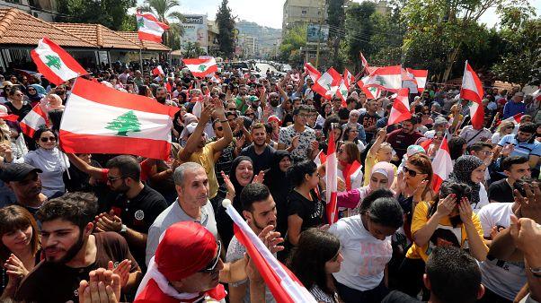 Auch am vierten Tag protestieren Tausende gegen die Regierung