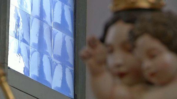 شاهد: كنيسة ألمانية نوافذها قطعة فنية صُممت من صور الأشعة السينية كرمز بين الصحة والمرض