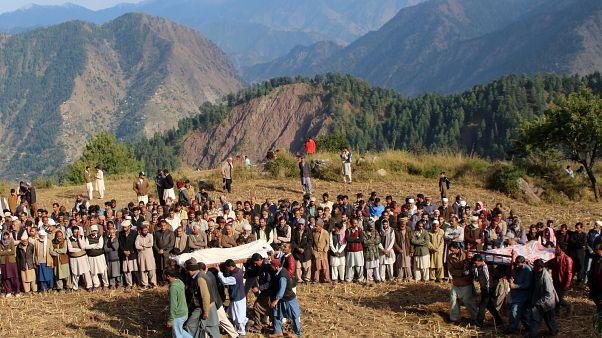 فيديو: تجدد الاشتباكات على حدود كشمير وباكستان تتضامن مع الإقليم برفع أكبر علم في العالم