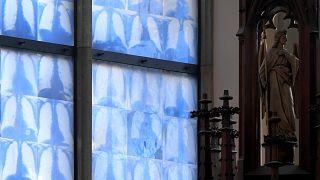 Lungen auf Kirchenfenstern - ein ungew¨öhnlicher Anblick