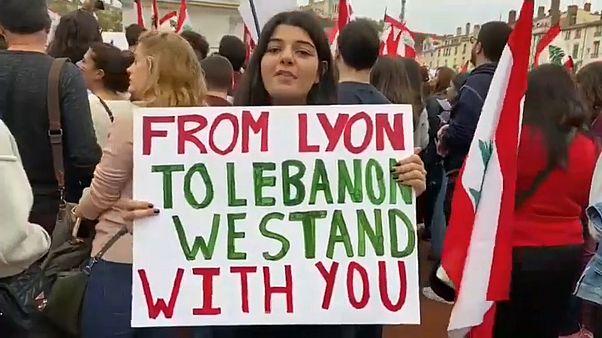 شاهد: اللبنانيون في فرنسا يتضامنون مع احتجاجات الوطن ضد فساد الحكومة