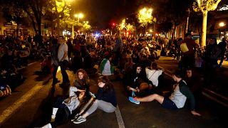 Βαρκελώνη: Έβδομη νύχτα διαδηλώσεων (εικόνες)