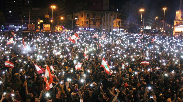 متظاهرون في ساحة عبد الحميد كرامي (ساحة النور) في طرابلس شمال لبنان