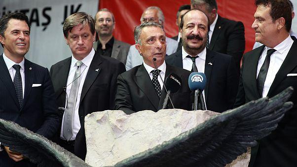 Beşiktaş Kulübünün olağanüstü seçimli genel kurulunda başkanlığa seçilen Ahmet Nur Çebi, teşekkür konuşması yaptı