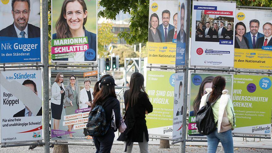 ملصقات لمرشحين للانتخابات التشريعية في سويسرا- أرشيف رويترز