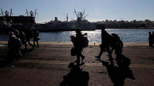 Σάμος: 700 αιτούντες άσυλο μεταφέρονται στην ενδοχώρα
