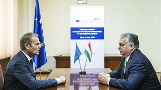Orbán Viktor magyar miniszterelnök és Donald Tusk, az Európai Tanács elnöke nagyszebeni találkozójukon az Európai Unió rendkívüli csúcstalálkozójának napján, 2019. május 9-én.