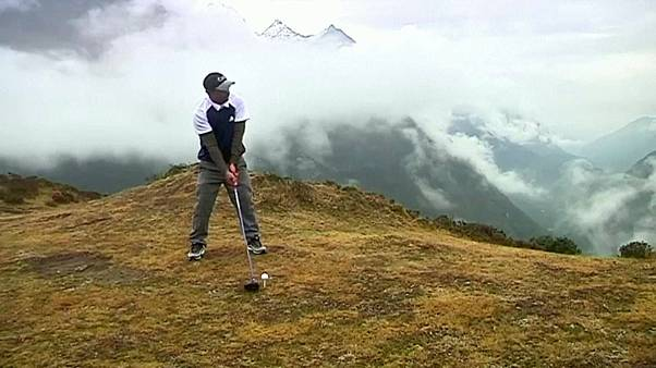 فيديو من منافسات بطولة للغولف في جبل إيفرست