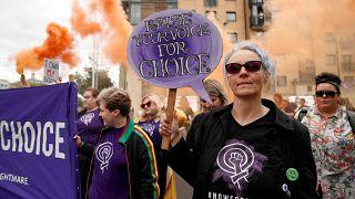 Β. Ιρλανδία: Από σήμερα σε ισχύ οι νόμοι περί αμβλώσεων και γάμου ομοφύλων