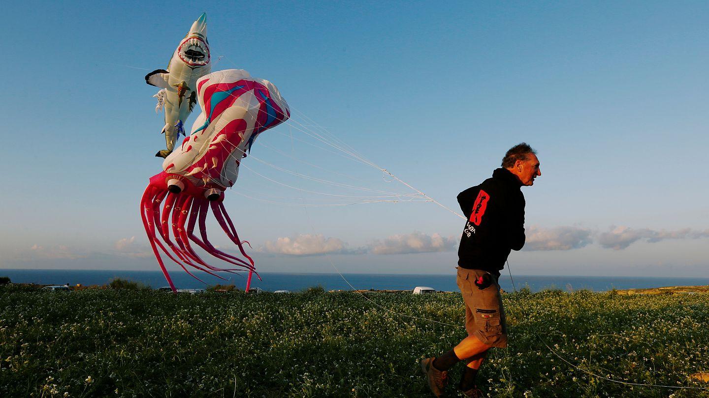 Hundreds of colourful kites perk up skies above Malta's Gozo | Euronews