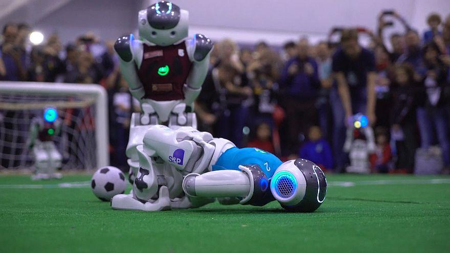رونمایی از نسل جدید رُباتهای فوتبالیست برای شکست انسان