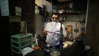 Suudi Arabistan'da nargile servis eden restoranlarda faturaya yüzde 100 vergi