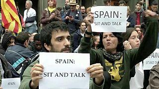 """Catalogna, separatisti al Primo Ministro: """"Sediamoci e parliamo"""""""
