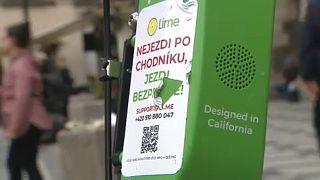 Bekeményít Prága az elektromos rollerekkel szemben