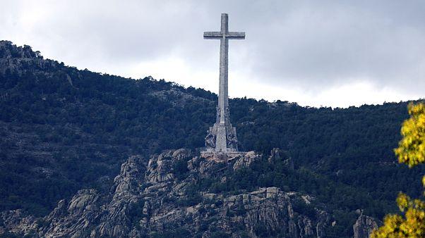 Eski İspanya diktatörü Franco'nun kabri helikopterle aile mezarlığına taşınacak