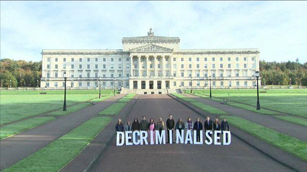 Nordirland: Ehe für alle und weicheres Abtreibungsgesetz