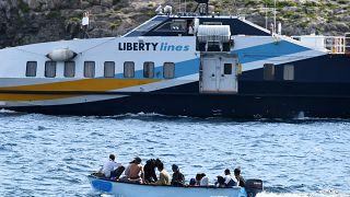 خفر السواحل الإيطالي ينقذ 68 مهاجرا وصلوا إلى بوتزالو جنوب إيطاليا