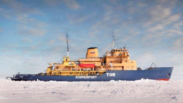 Российское судно с 33 членами экипажа на борту подало сигнал бедствия у берегов Норвегии
