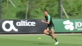 Ronaldo és Messi is 6. alkalommal nyerheti el az Aranylabdát