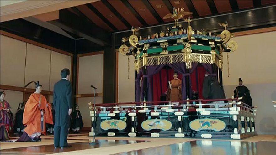 ویدئو؛ مراسم ویژه در معابد ژاپن همزمان با تکیه زدن ناروهیتو بر تخت سلطنت