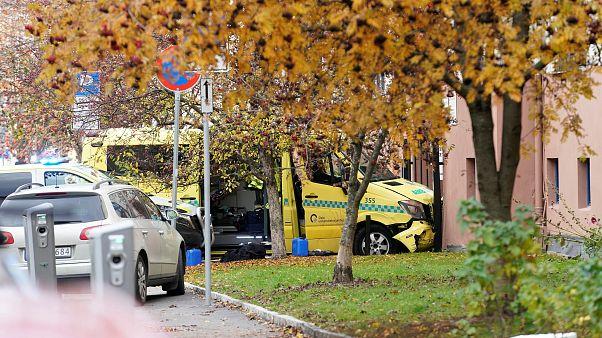 Mentőautót lopott egy fegyveres, és elgázolt egy családot Oslóban