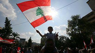 تلاش نیروهای امنیتی لبنان برای بازگشایی جادهها در ششمین روز اعتراضات