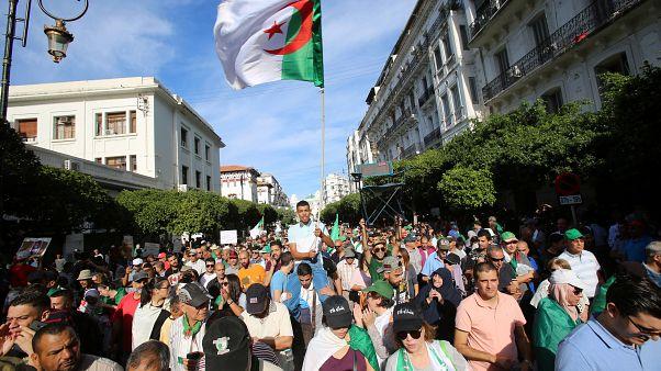 الطلاب في الجزائر يتظاهرون للأسبوع الـ35 على التوالي