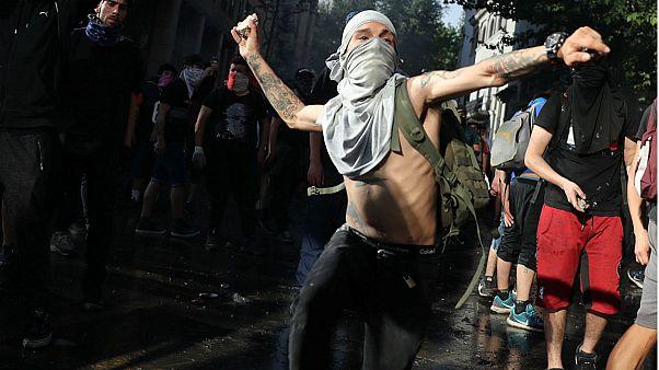 ادامه اعتراض به گرانی در شیلی؛ ۱۵ تن کشته و ۲۶۰۰ نفر بازداشت شدند