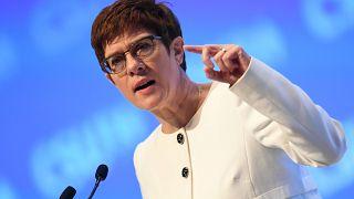 وزيرة الدفاع الألمانية أنغريت كرامب-كارينباور