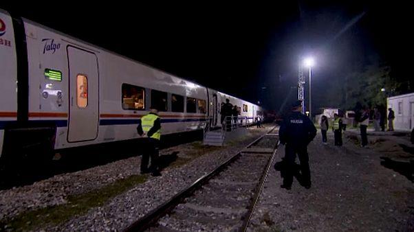 شاهد: شرطة البوسنة تنزل مهاجرين من القطار لمنعهم من الوصول إلى شمال غرب البلاد
