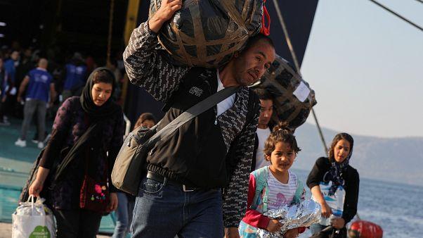 Des réfugiés débarquent dans un port près d'Athènes, le 22/10/2019