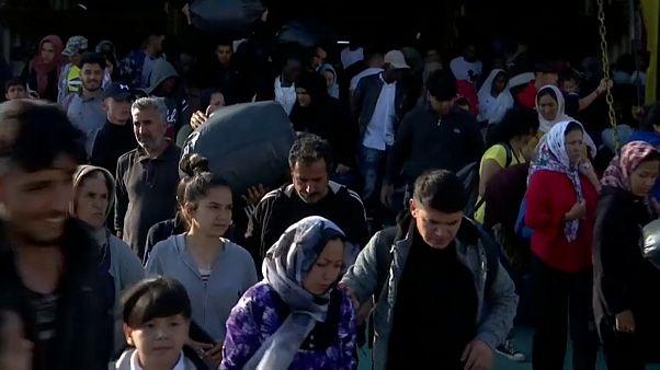 Grecia: migranti dai sovraffollati campi delle isole sulla terraferma