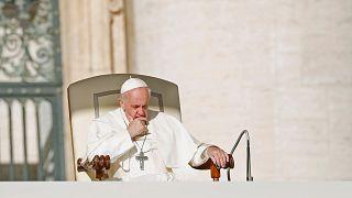 كاردينال قريب من البابا يكشف حقيقة إفلاس الفاتيكان