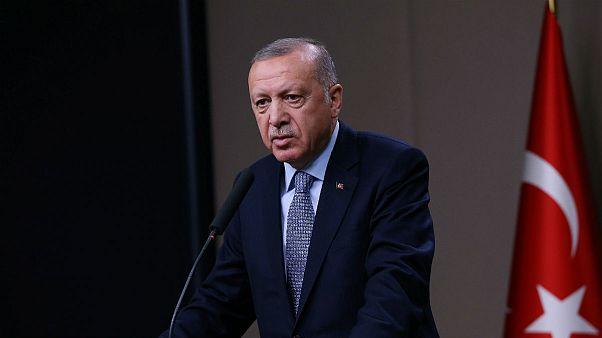 اردوغان: یپگ نمیتواند با پوشیدن «لباس رژیم» در مرز ترکیه بماند