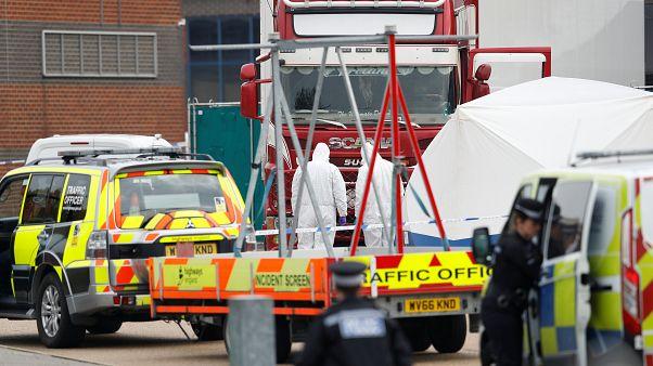Macabre découverte en Angleterre : 39 corps abandonnés dans un camion