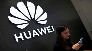 """هواوي تطلق هاتفها """"جي 5 مات إكس"""" القابل للطي في الصين"""