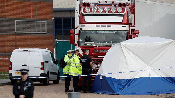 39 halottat találtak egy bolgár kamionban Angliában