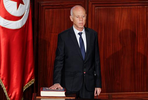 Tunisia, giura il nuovo presidente Kaïs Saïed