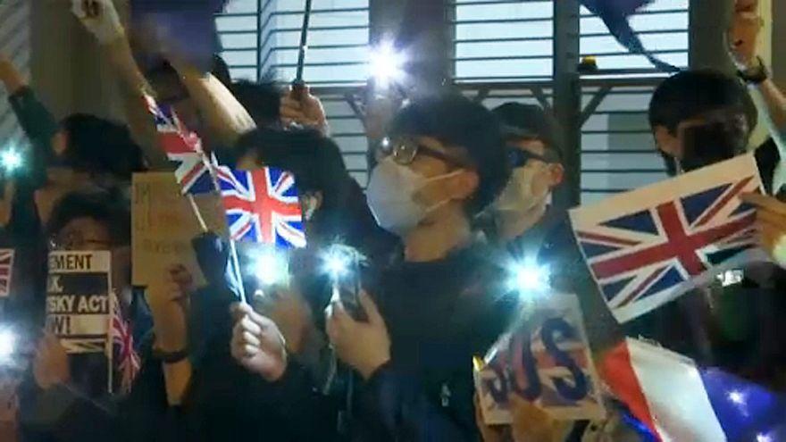 راهپیمایی معترضان هنگکنگی در مقابل کنسولگری بریتانیا