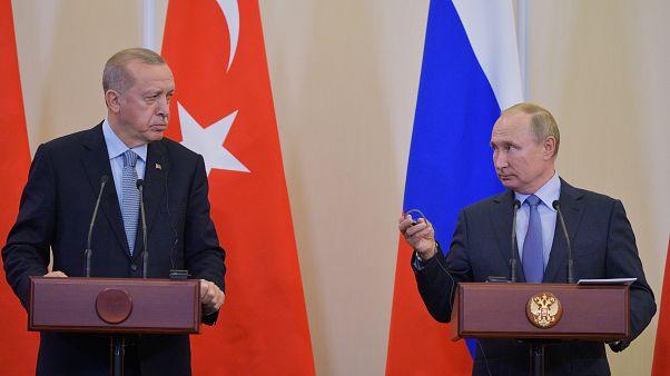 الرئيس الروسي فلاديمير بوتين والرئيس التركي رجب طيب أردوغان خلال مؤتمر صحفي عقب محادثاتهما في سوتشي، روسيا 22 أكتوبر/ تشرين الأول 2019