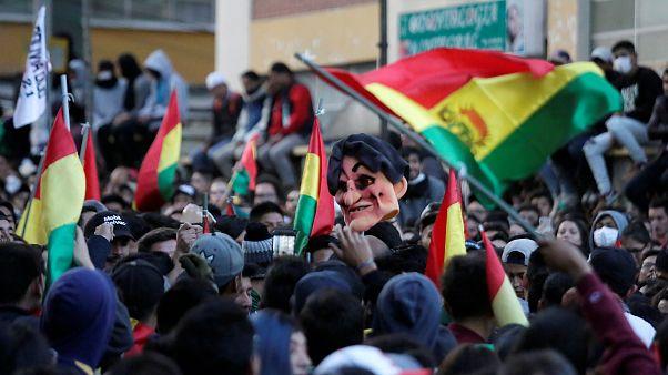 Evo Morales si autoproclama presidente e impone la legge d'emergenza