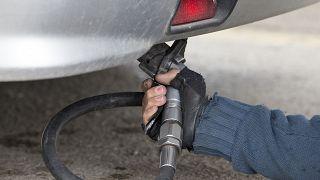 LPG'li otomobile dolum yapılıyor