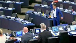 Strafe für Schokoladen-Wurf im Europa-Parlament