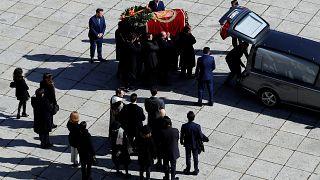 Diktatör Franco'nun naaşı ölümünden 44 yıl sonra mozeleden çıkarıldı