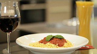 شاهد: في اليوم العالمي للمكرونة الطبق الإيطالي يغزو البطون