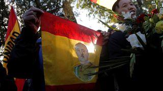 Los seguidores de Franco, de uñas en el cementerio