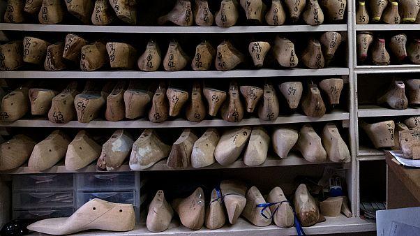 إيطاليا تفكك شبكة مافيا لتصنيع أحذية في الصين من مواد سامة