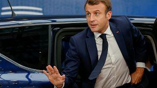 Macron'dan başörtüsü açıklaması: Kamusal alanda örtülmesi benim işim değil
