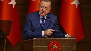 """Erdoğan'dan kendisi için """"yok edici"""" ifadesini kullanan Fransız dergisi hakkında suç duyurusu"""